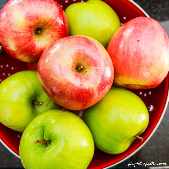 Honeycrisp and Granny Smith apples for slow cooker applesauce