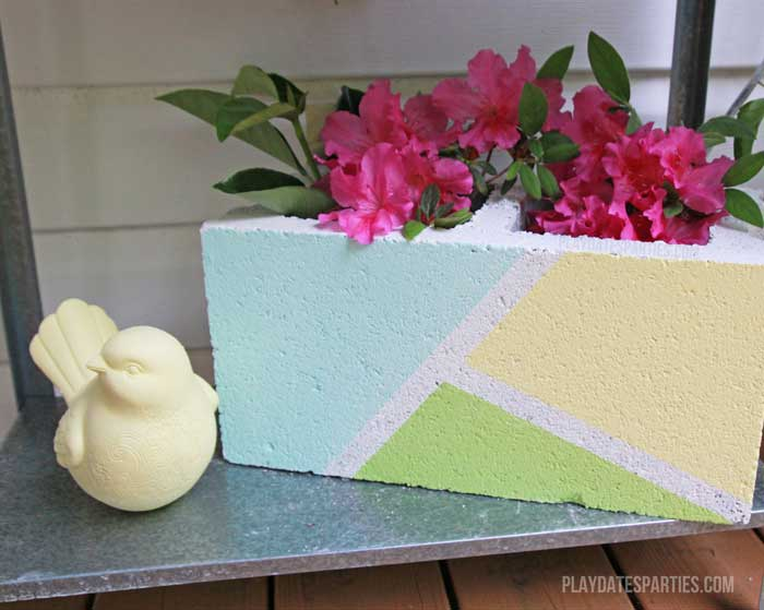 Cinder blocks aren't just for building. By using some leftover paint and some masking tape and some chalk paint, you can turn it into a modern-industrial looking vase!