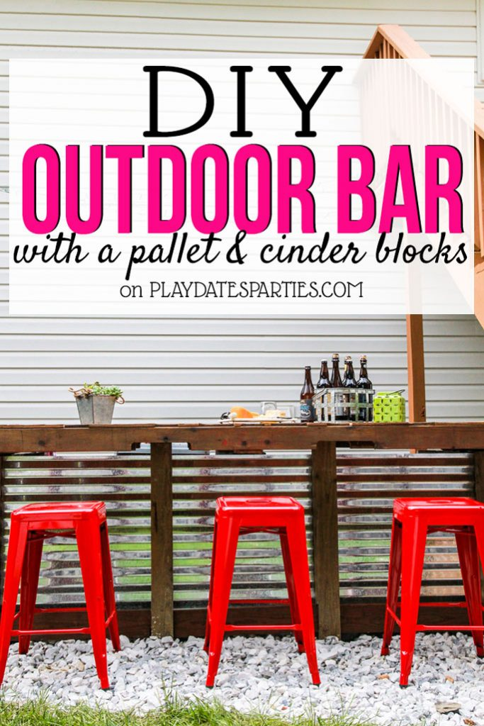 Want the perfect place to gather for your backyard BBQ? Head over to playdatesparties.com to get all the details behind this DIY Outdoor Bar made with just cinder blocks and a pallet! #outdoors #DIY #backyard #outdoorbar #pdpcreates
