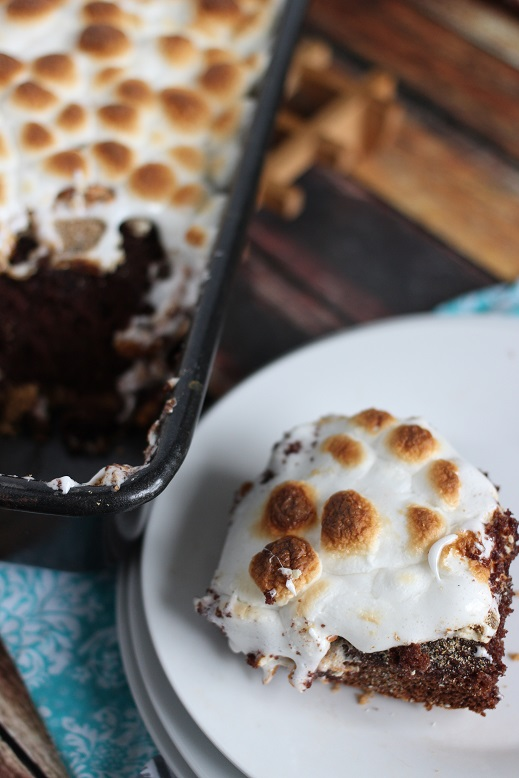 S'mores cakes: Salted caramel s'mores poke cake