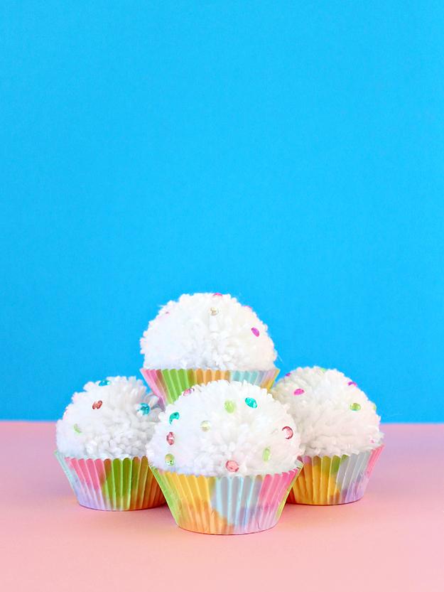 White House Crafts Pom Pom Cupcakes