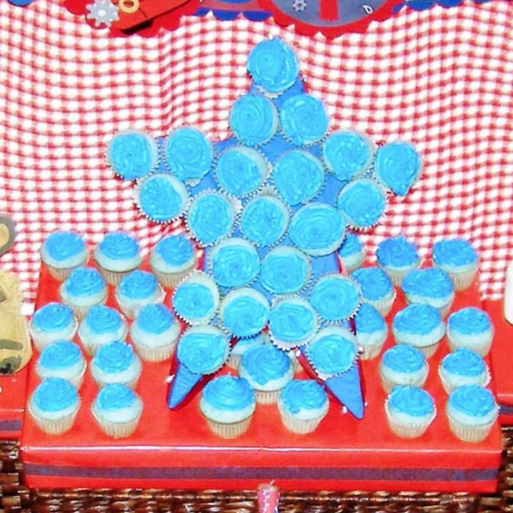 How to Make a Star Shaped Cupcake Stand
