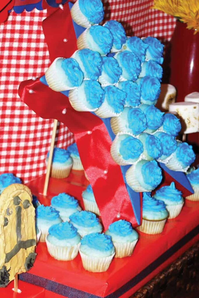 side view of cupcake stand